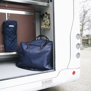 Väskor och tävlingsutrustning mm.